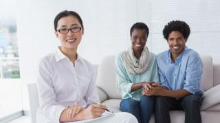Woman psychologist with couple